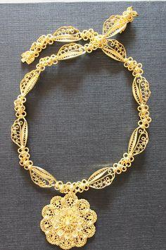 the unique filigree golden chain