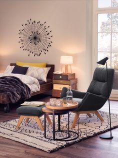 Micasa Schlafzimmer mit Sessel und Hocker aus dem Programm ANDRES Barcelona Chair, Floor Chair, Lounge, Flooring, Decoration, Furniture, Home Decor, Stool, Armchair