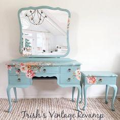 Dark Rustic Furniture Home Furniture Projects Floral Furniture, Decoupage Furniture, Refurbished Furniture, Paint Furniture, Shabby Chic Furniture, Shabby Chic Decor, Furniture Projects, Furniture Makeover, Cool Furniture