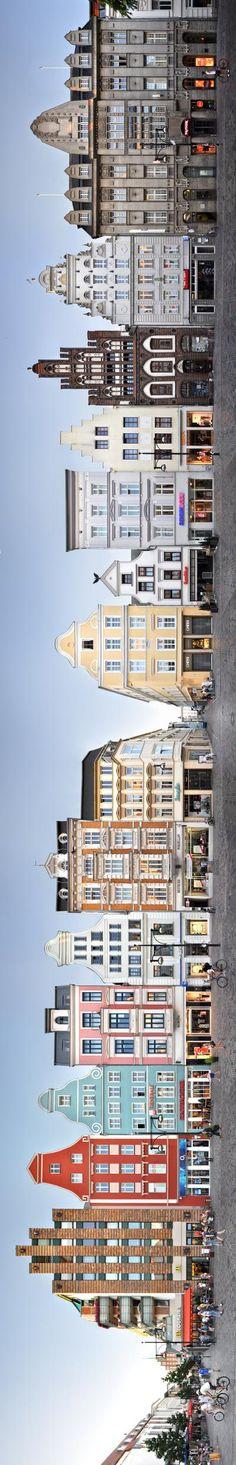Hochkant: Panorama-Foto von historischen Gebäuden in #Rostock