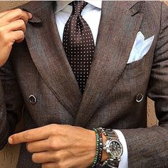 This brown suit makes a real statement.