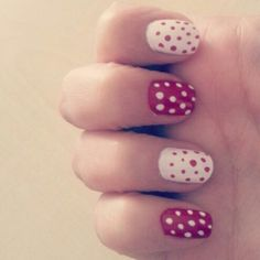 Nail art red and white