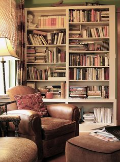 Reading room decor inspiration to make you happy 25 ⋆ Main Dekor Network Living Room Chairs, Living Room Decor, Reading Room Decor, Home Libraries, Book Nooks, Reading Nooks, Cozy Corner, Cozy Nook, Cosy Reading Corner