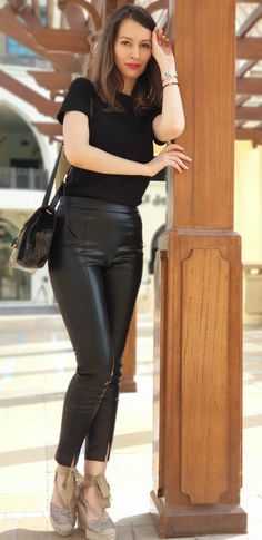 Girl Fashion, Leather Pants, Pasta, Girls, Women's Work Fashion, Leather Jogger Pants, Toddler Girls, Daughters, Lederhosen