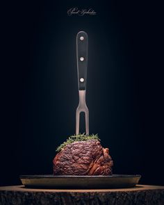 Sous-vide grilled beef steak with fork and herbs on dark backgro Food Poster Design, Food Design, Dark Food Photography, Western Food, Grilled Beef, Gabel, Beef Steak, Steaks, Food Menu
