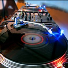 Love those Technics turntables!