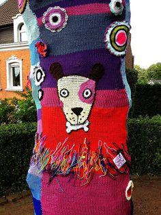 #yarn #knitting #yarn bombing (I love it GG)