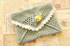 sage purse - couldn't find the pattern but looks to me like just about any granny square pattern might work, looks like a granny just put together like an envelope Love Crochet, Easy Crochet, Knit Crochet, Diy Wallet Pouch, Pouches, Crochet Handbags, Crochet Purses, Crochet Designs, Tejidos