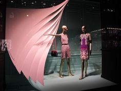 you go with the string over there Belinda, and when i say RUN you., pinned by Ton van der Veer Visual Merchandising Displays, Visual Display, Display Design, Store Design, Hallway Displays, Shop Window Displays, Store Displays, Retail Windows, Shop Windows