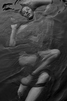 senyahearts:Gisele Bündchen by Zee Nunes for Vogue Brazil, May 2015