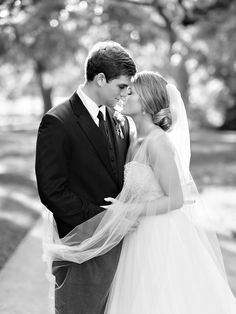Wedding Photography poses for couples. Black and White photography by Pasha Belman in South Carolina. BrookGreen Gardens Wedding. www.pashabelman.com