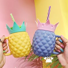 Mario Bros Party: See how to organize and decorate with tips and photos - Home Fashion Trend Cute Water Bottles, Glass Bottles, Pineapple Cup, Pineapple Yellow, Serpentina, Ladybug Party, Cute Cups, Decoration, Kawaii