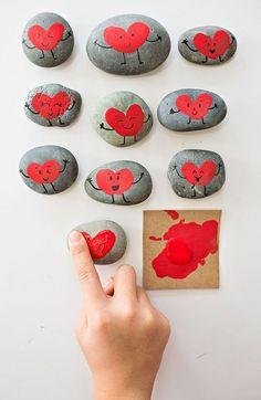 Fingerprint Heart Rocks #valentinecraft #rockpainting #kidsart #kdiscraft