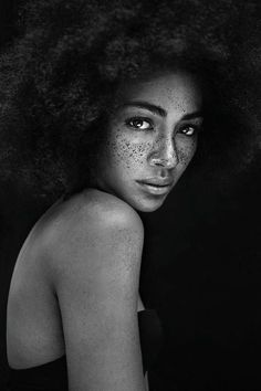 50 Portrait photography ideas to help you improve your portrait photography. Foto Portrait, Beauty Portrait, Female Portrait, Black And White Portraits, Black And White Photography, Foto Glamour, Ebony Models, Shotting Photo, Poses References