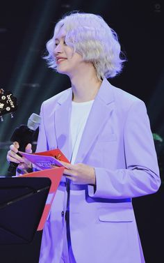 """[HQ PIC] 191220 No Smoking Festival - Our ever so stunning Heechul in his pastel purple suit and long blond hair! Kim Heechul, Yesung, Purple Suits, Purple Blazers, Super Junior, Long Blond, Last Man Standing, Pastel Purple, Hyungwon"