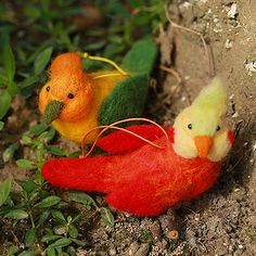 Design: Needle felted Animal Cuteparrot bird In Stock:7-10 days for processing Include: Only The Needle Feltingparrot bird Color:Red, Green Material: Felt Wool (100% merino wool), Plastic Eyes, Love Size: 13cm(H)...