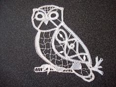 Uil Owl Crafts, Lace Making, Bobbin Lace, Tatting, Crochet, Butterfly, Brooch, How To Make, Jewelry