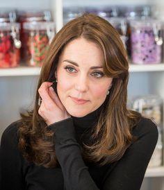 Catherine Duchess of Cambridge joins an art class at Wester Hailes Education Centre in Edinburgh on February 24 2016 in Edinburgh Scotland