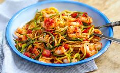 I love this delicious low carb, paleo pasta with succulent shrimp and spicy arrabbiata sauce. All you need is a vegetable spaghetti maker. Healthy Snacks For Diabetics, Healthy Meals For Two, Easy Healthy Breakfast, Healthy Eating, Zucchini Spaghetti, Spaghetti Recipes, Zucchini Noodles, Plats Healthy, Plats Weight Watchers