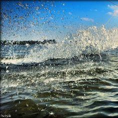 Kühlfliegendes Nass! #hamburgblicke #Hamburg #hamburgfotografie #harburg #neuländersee #neuland #baggersee #wasser #wasserski http://pixelgrafin.wordpress.com/2014/07/21/bildersammlung-tortuga-beach-wasserskihamburg/