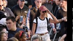 Malia Obama wears 'Smoking kills' tee-shirt at Philadelphia's Made in America Festival Malia Obama wears 'Smoking kills' tee-shirt at Philadelphia's Made in America Festival Read more: http://dailym.ai/2cBGji4 Taking the moral HIGH ground? Malia Obama 18 wears 'Smoking kills' T-shirt at Philadelphia festival - just weeks after puffing on a suspicious cigarette at Lollapalooza Malia Obama attended the Budweiser Made in America Festival on Sunday Wore a white T-shirt with the words 'Smoking…