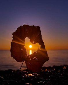 Um verdadeiro vencedor sabe a hora de falar e a hora de silenciar e deixar Deus agir. Moon Pictures, Nature Pictures, Beautiful Pictures, Amazing Sunsets, Amazing Nature, Beautiful Moon, Beautiful World, Sunset Photography, Amazing Photography