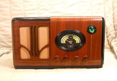 Old Antique Wood Airline Vintage Tube Radio - Restored & Working w/ Tuning Eye
