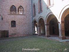 Fontanellato.Le stanze di Rocca Sanvitale, con arredi e decorazioni di vari periodi storici, tra il XVII e il XIX secolo, sono state destinate a museo. È presente un'esposizione di armi e cimeli della famiglia Sanvitale[