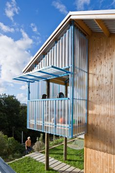 The DOGBOX, a small affordable house designed and built by three recent New Zealand architecture grads. It has 2 bedrooms in 947 sq ft. New Zealand Architecture, Interior Architecture, Casas Containers, Beach Shack, House With Porch, Garden Office, Small House Design, Affordable Housing, Tiny House