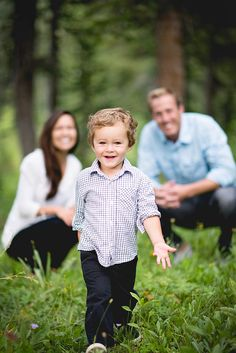 star of the show. Candice Andrus Photography, Boise Idaho Wedding and Family Photography. Fall Family Portraits, Family Portrait Poses, Family Picture Poses, Family Picture Outfits, Family Photo Sessions, Family Posing, Family Photo Shoots, Family Photo Shoot Ideas, Beach Portraits