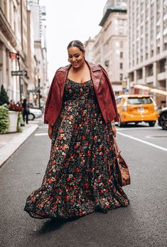 10 Street Style Looks Spotted at CurvyCon Neon Dresses, Fall Dresses, Fall Outfits, Summer Outfits, Fashion Outfits, Fall Fashion, Yellow Tights, Tee Dress, Street Style Looks