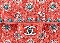Chanel Classic Flap Bag Beaded Closeup - cute pattern and details Blush Rosa, Chanel Handbags, Chanel Bags, Coco Chanel, Tambour Beading, Silk Ribbon Embroidery, Sequin Embroidery, Couture Details, Fashion Details