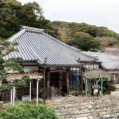 おわんさん(Ishihara ) (@hiroowan) • Instagram photos and videos Japanese Buildings, Gazebo, Outdoor Structures, Cabin, Photo And Video, House Styles, Videos, Outdoor Decor, Photos