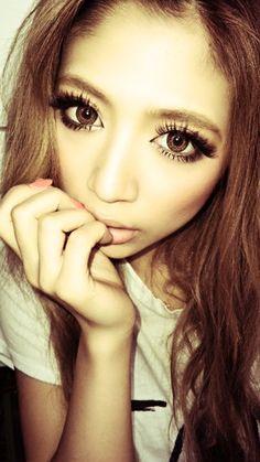 I just remembered my great grandpa was japanese so Ive been looking up gyaru related stuff. I don't know, helps connect with my old culture? Gyaru Hair, Gyaru Makeup, Eye Makeup, Ulzzang Makeup, Gyaru Fashion, Fashion Beauty, Asian Fashion, Mode Gyaru, Hazel Green Eyes