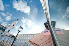 Seit 2010 erfreut auch in Salzburg ein kleiner Laden ganz in Rosa! Mit Kaffeehaus und Schokobrunnen! Weiter Infos unter http://www.manner.com/index.php?idp=646.