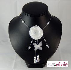 Collier mariage blanc fleur et papillon perles blanches : Collier par creation-ninie
