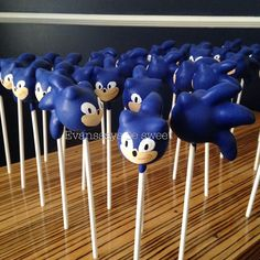 Sonic the Hedgehog cake pops @evanssaysbesweet Instagram photos | Websta Sonic Birthday Cake, Sonic Cake, Sonic Birthday Parties, Sonic Party, Sons Birthday, Birthday Party Decorations, Party Themes, Party Ideas, Sonic The Hedgehog Cake