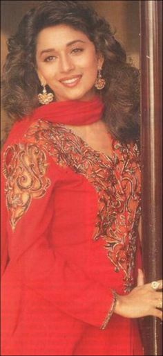 World's Most Beautiful Actress and Dancer Madhuri Dixit - Nene. Unseen rare Collection of Old pics. Bollywood Outfits, Bollywood Saree, Bollywood Fashion, Beautiful Bollywood Actress, Beautiful Indian Actress, Beautiful Actresses, Beautiful Women, Madhuri Dixit Hot, Vintage Bollywood