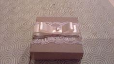 scatola per confetti in pizzo bianco e nastro in raso art.s027 : Bomboniere di il-vaso-di-pandora
