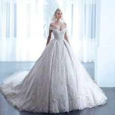 #weddingdress#tagsforlikes#tasarım#instagood#picoftheday#photooftheday#style#sayyestothedress#stil#düğün#dantel#dizayn#fashion4fashion#fashionista#gelinlik#hautecouture#lacedress#like4like#lace#likeforlike#l4l#couture#brideoftheday#bride#beğen#