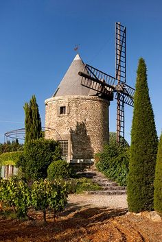 Windmill between Goult and Gordes ~ Provence, France