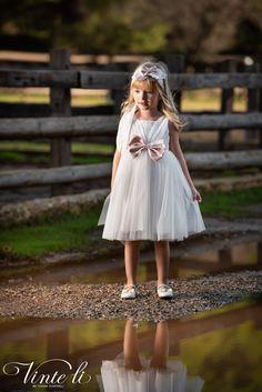 Φόρεμα βάπτισης Vinte Li 2905 μαζί με κορδέλα για τα μαλλιά, annassecret Girls Dresses, Flower Girl Dresses, Tulle, Wedding Dresses, Skirts, Flowers, Fashion, Dresses Of Girls, Bride Dresses
