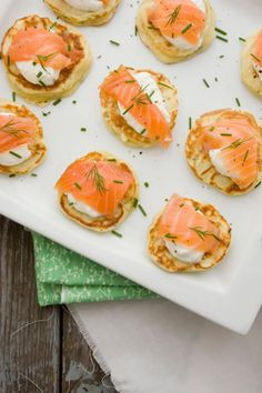 Salmon, citrus creme fraiche and herb blinis Salmon Breakfast, Breakfast Time, Blinis Recipes, Appetisers, Dinner Menu, Baked Salmon, Salmon Recipes, Afternoon Tea, Food Inspiration