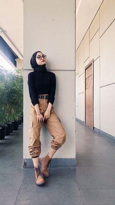 hijab casual simple Source by ootd Hijab Casual, Ootd Hijab, Hijab Fashion Casual, Hijab Simple, Street Hijab Fashion, Trend Fashion, Muslim Fashion, Ootd Fashion, Korean Fashion