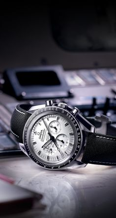 OMEGA Watches: Speedmaster Apollo 13 Silver Snoopy Award