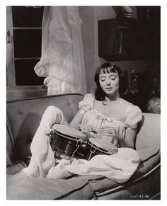 Carolyn Jones. Source:strangedazeyage via Mudwerks