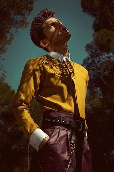 Eli Nikolay fügt sich für Avenue Illustrated Magazine in seine Umgebung ein - # Model Poses Photography, High Fashion Photography, Fashion Photography Inspiration, Floral Photography, Men Fashion Photoshoot, Poses Pour Photoshoot, Style Photoshoot, High Fashion Poses, High Fashion Men