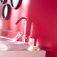 Salle de bain rose framboise
