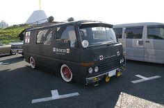 Nissan Caravan