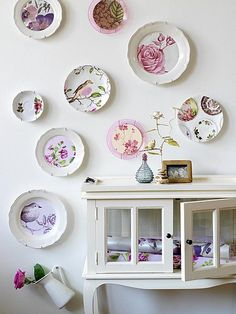 This great arrangement of vintage plates on a wall is by Kim Timmerman. Not only that but Timmerman has used cut outs from WALLPAPER and GIFT WRAP to create new plates from old ones. Hanging Plates, Hang Plates On Wall, Diy Hanging, Plate Display, Display Wall, Vintage Plates, Vintage Pyrex, Vintage Decor, Home Furnishings